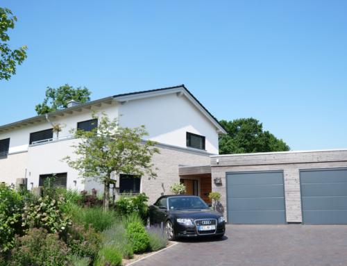Wohnhaus mit Doppelgarage, Heide